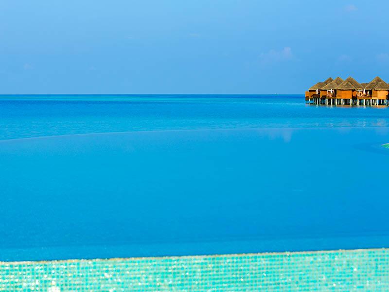 バロス・モルディブ Baros Maldivesのインフィニティプール