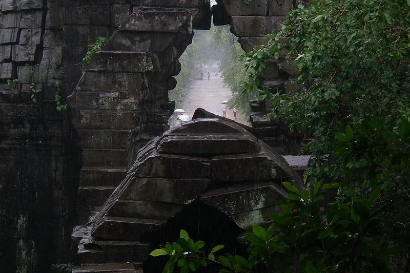 天空の城ラピュタのモデルとも噂されるカンボジアの謎の遺跡「ベンメリア」