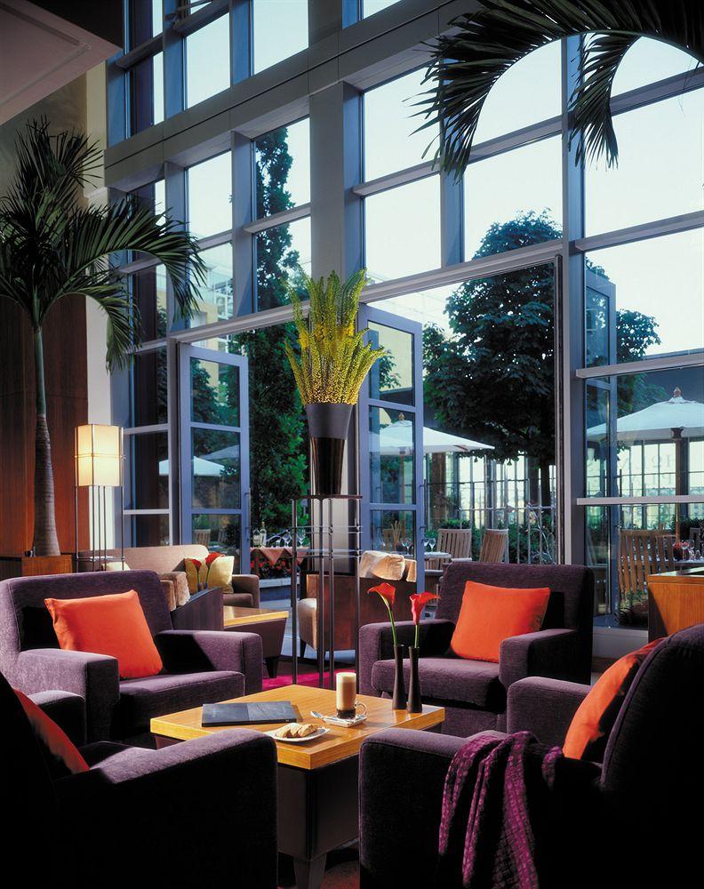 フォーシーズンズ・ホテル・ロンドン・アット・カナリーワーフのラウンジ