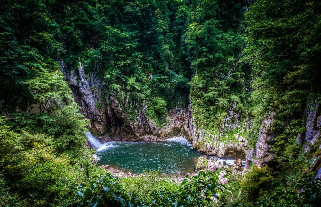 幻想的な森林に包まれたスロベニアの世界遺産「シュコツィアン洞窟群」