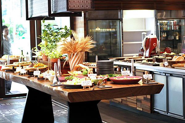 シャングリラ・ホテル・シンガポール Shangri-La Hotel Singaporeのウォーターフォール料理