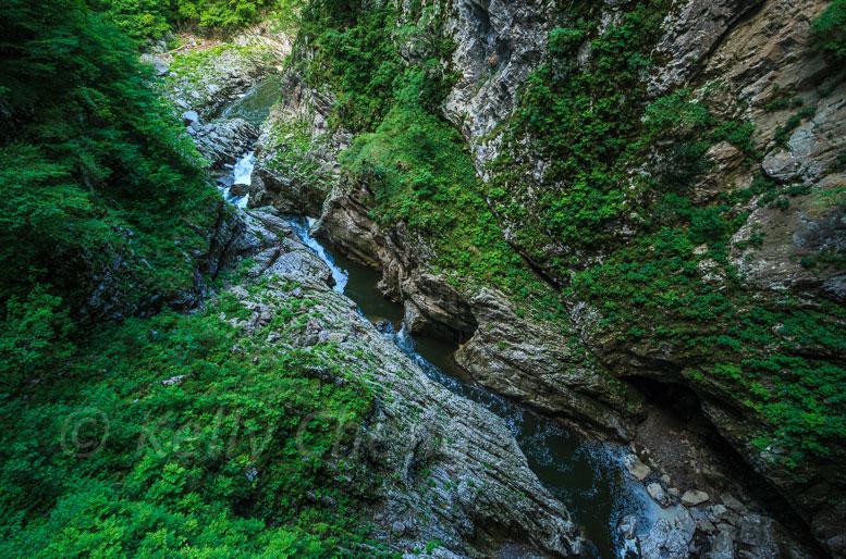 シュコツィアン洞窟群の川