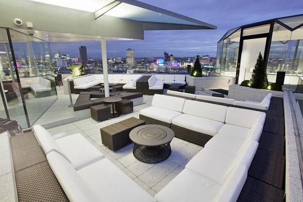 ミーロンドンホテルの屋上テラス