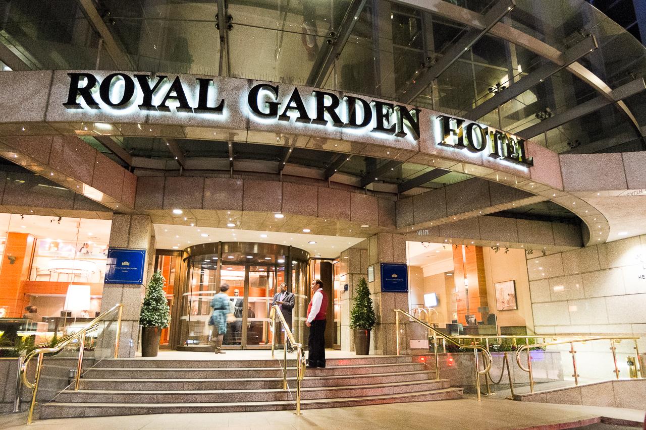 美しい大庭園のケンジントン・ガーデンズに隣接した「ロイヤル・ガーデン・ホテル」