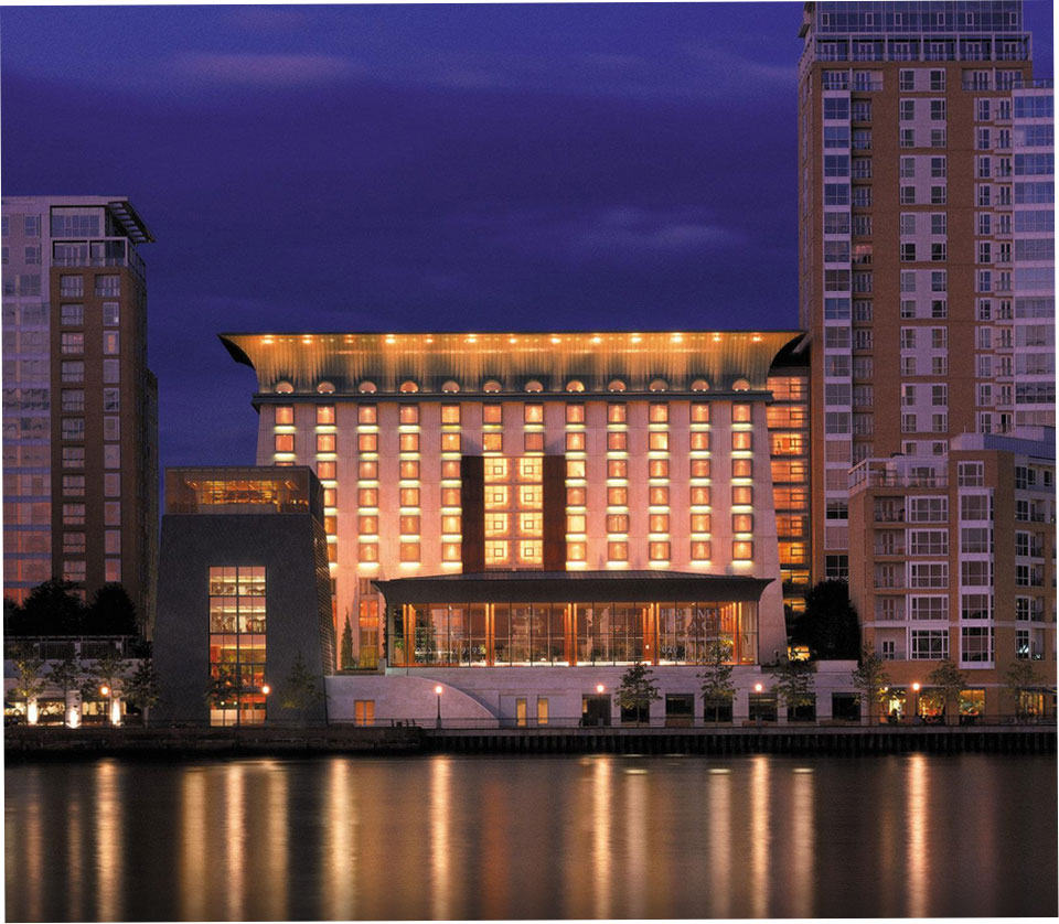 英国の美しいテムズ運河に囲まれた「カナリー・リバーサイド・プラザ ・ホテル」