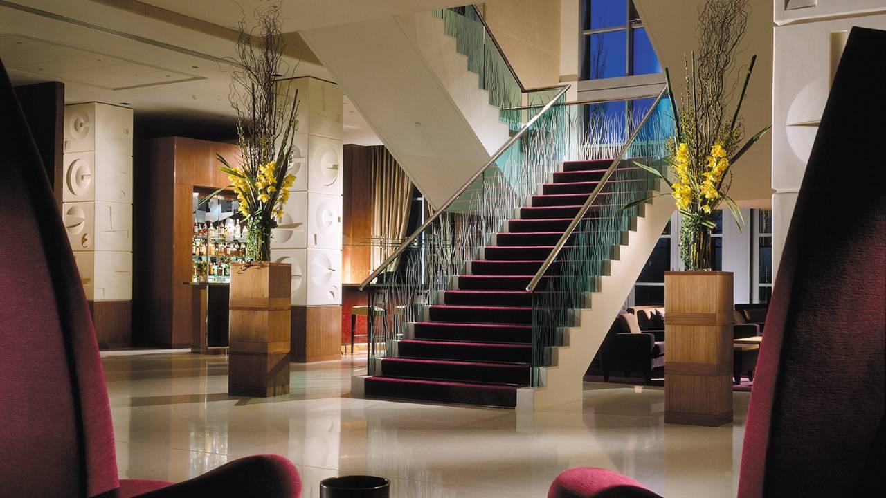 フォーシーズンズ・ホテル・ロンドン・アット・カナリーワーフの階段