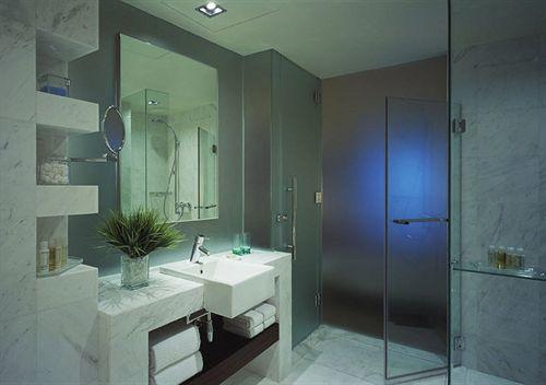 マリーナ・マンダリン・シンガポール Marina Mandarin Singaporeの客室:バスルーム