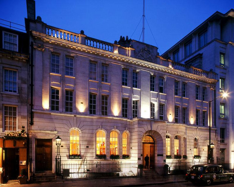英国の趣を大切に保持しつつ現代風にアレンジされた「コートハウス・ホテル」