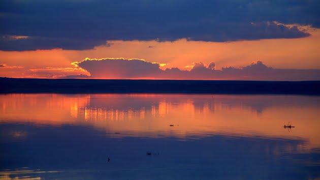 トゥズ湖の風景