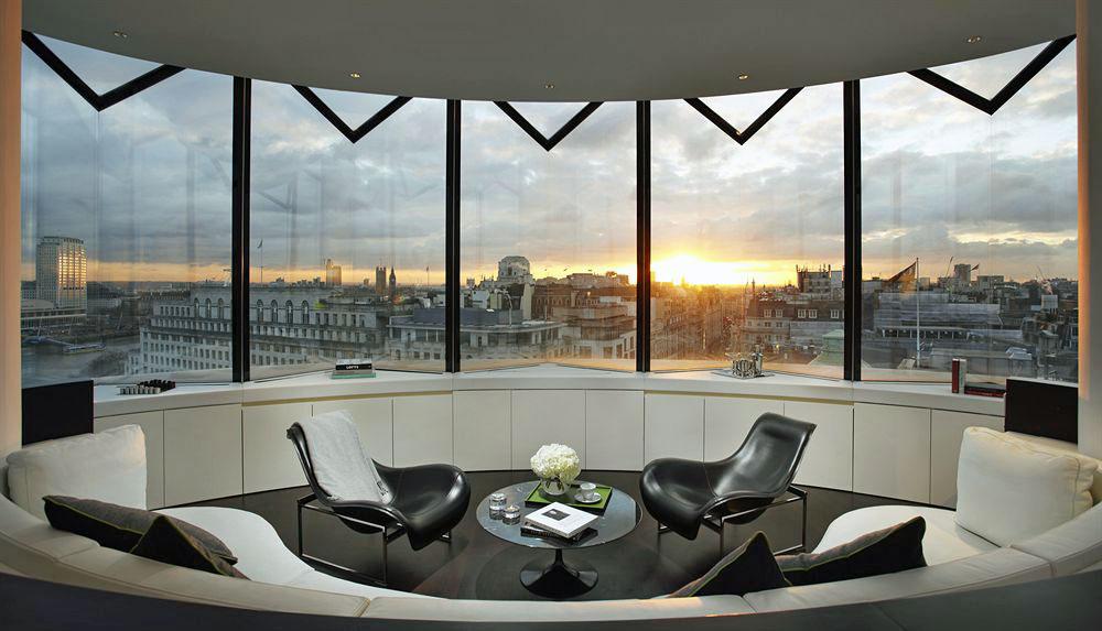 ミーロンドンホテルの客室リビングルーム