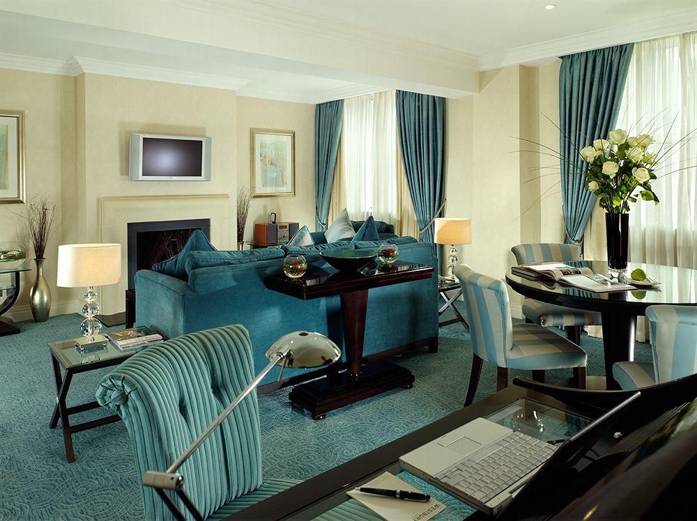 ウエストベリー・メイフェア・ホテルの客室リビングルーム