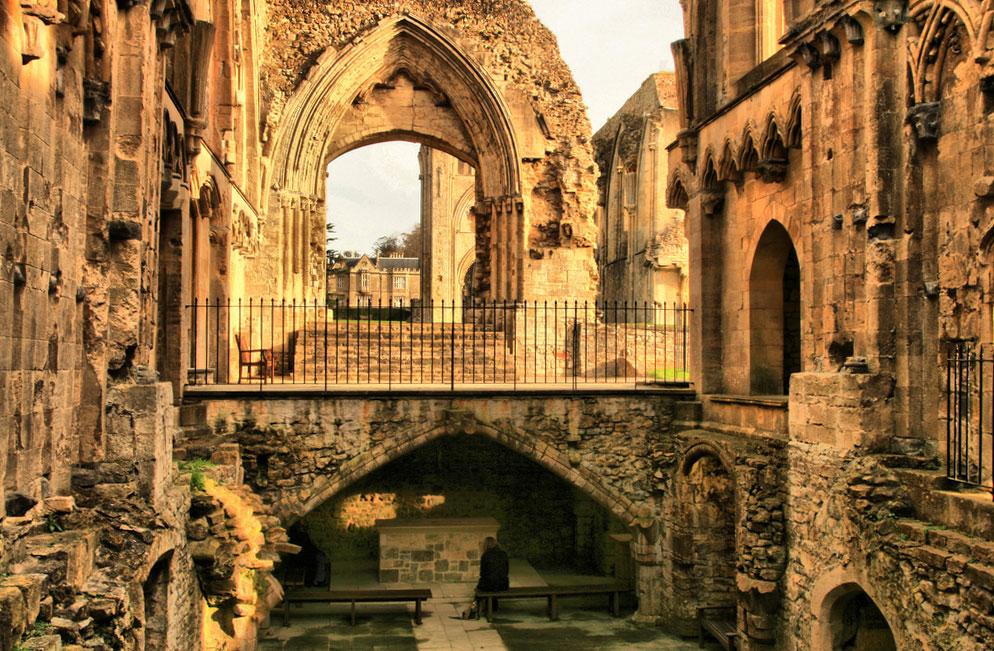 グラストンベリーのGlastonbury-Abbey建物内