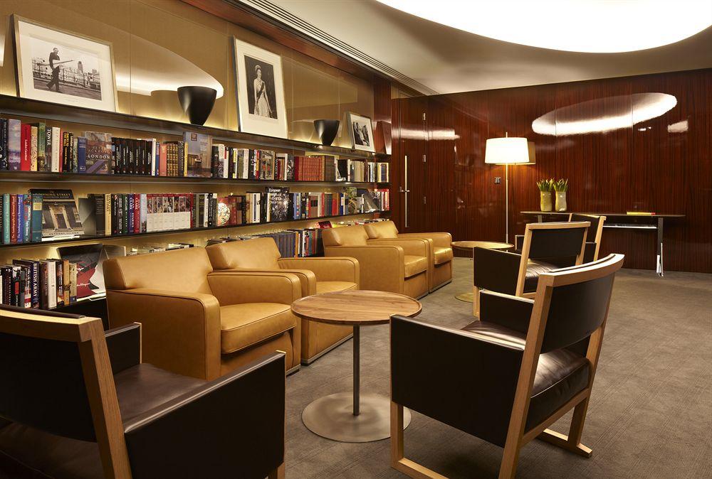 ブルガリ・ホテル・アンド・レジデンシズ・ロンドンの客室リビング