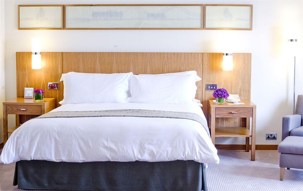 フォーシーズンズ・ホテル・ロンドン・アット・カナリーワーフの客室