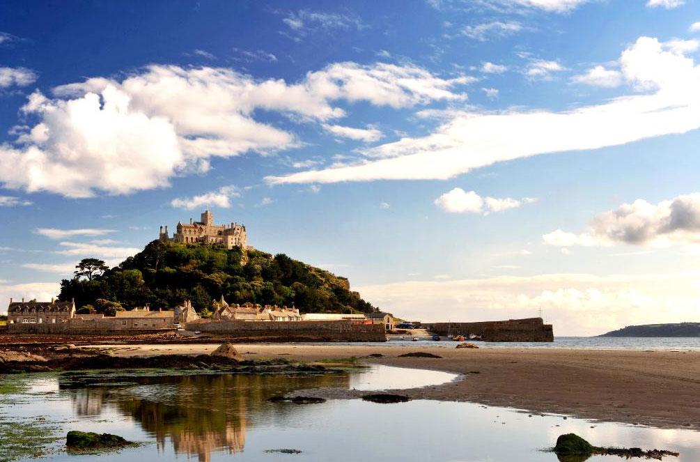 イギリスのモンサンミシェル!?小さな孤島に浮かぶ伝説の城「セント・マイケルズ・マウント」