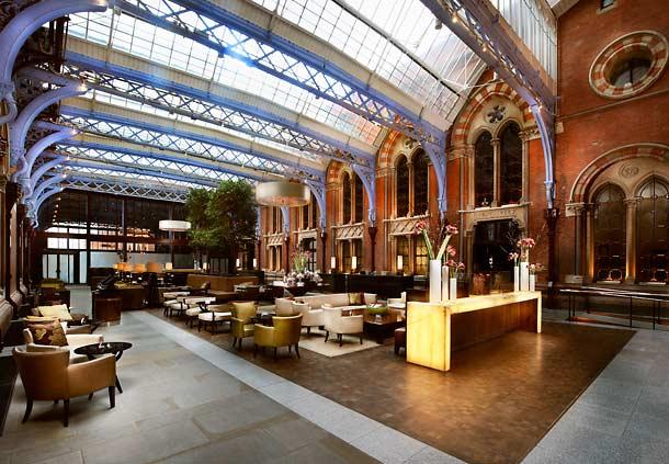 セント・パンクラス・ルネッサンス・ホテル・ロンドンのプラットホームカフェ
