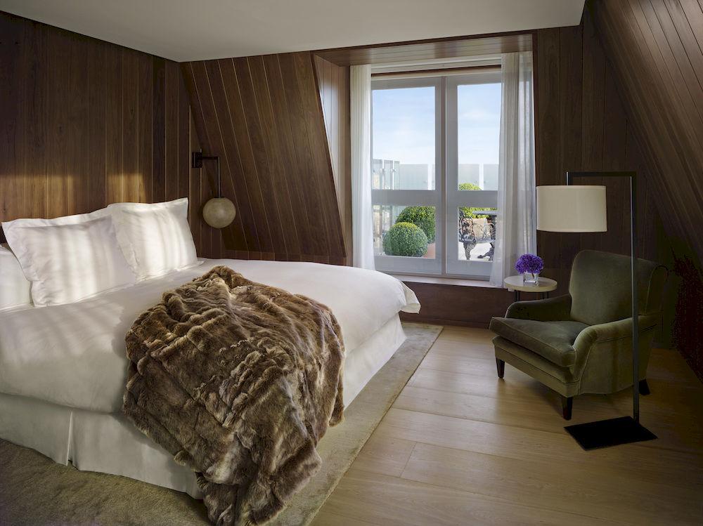 ザ・ロンドン・エディションのスイートの寝室