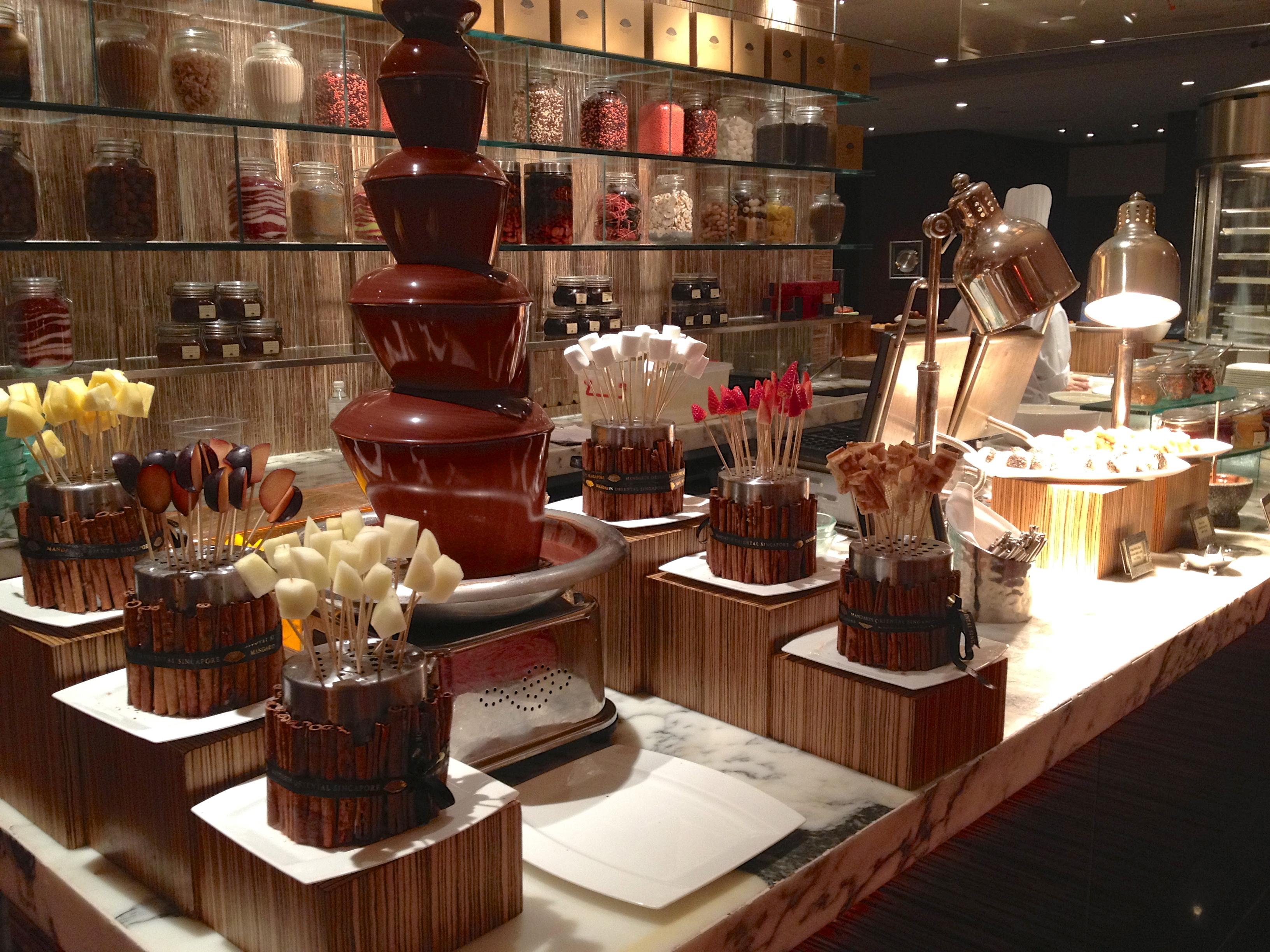 マンダリン・オリエンタル・シンガポール Mandarin Oriental Singaporeのメルト・ザ・ワールド・カフェ:デザートコーナー