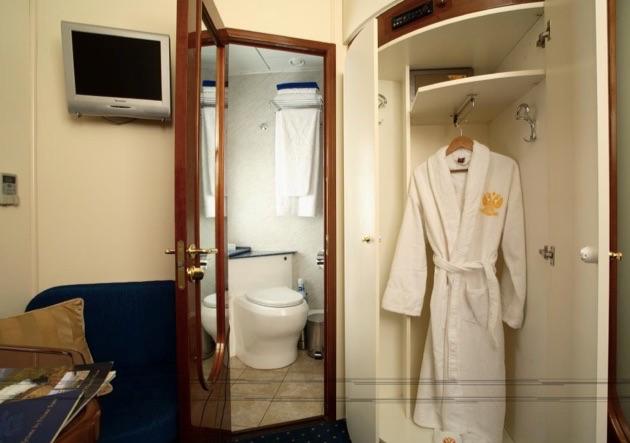 ゴールデン・イーグル号のシャワールーム