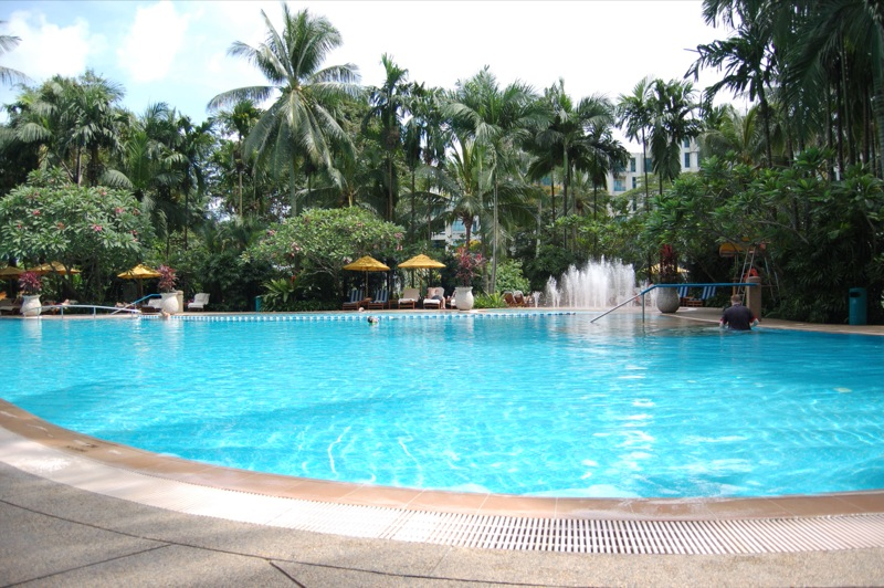 シャングリラ・ホテル・シンガポール Shangri-La Hotel Singaporeのスイミングプール