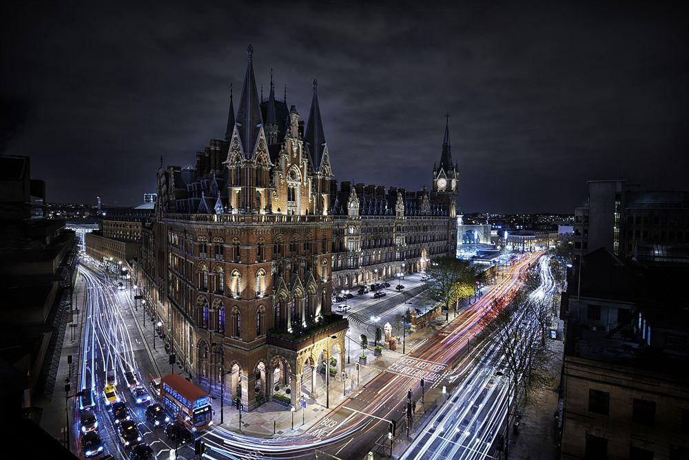 中世ヨーロッパの装飾が施された「セント・パンクラス・ルネッサンス・ロンドン・ホテル」