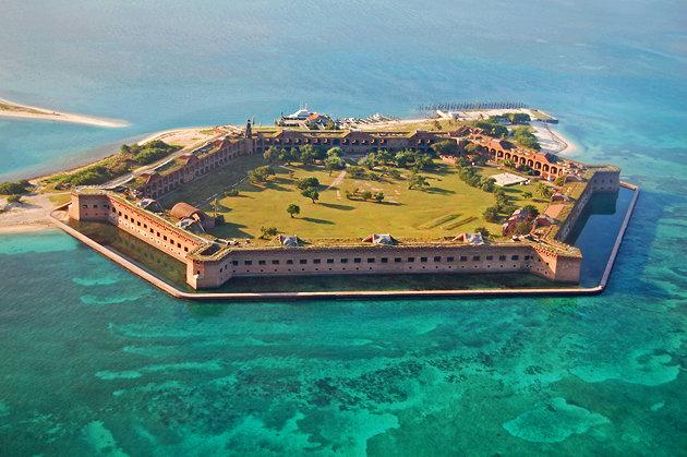 藍の海に浮かぶ六角形の要塞「ドライ・トートゥガス国立公園」