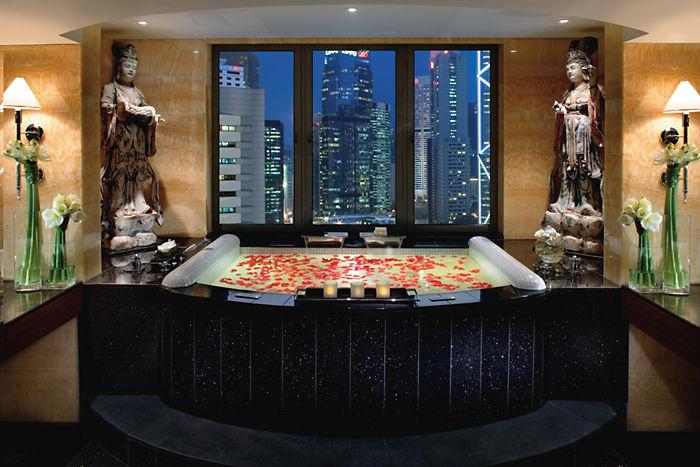 hong-kong-suite-mandarin-suite-bathroom-01
