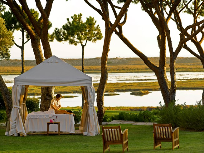 ポルトガルのリア・フォルモーザ自然公園内に建つ「ホテル・キンタ・ド・ラゴ」