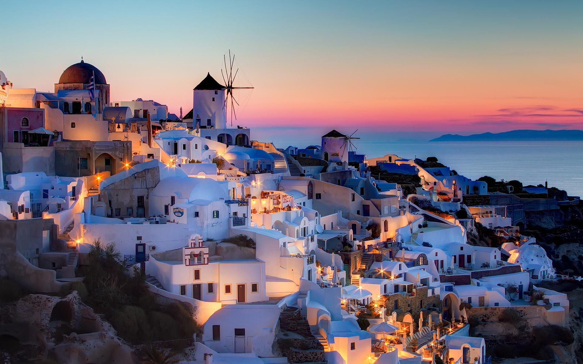まるで絵画のような絶景を望める美しき楽園「サントリーニ島」