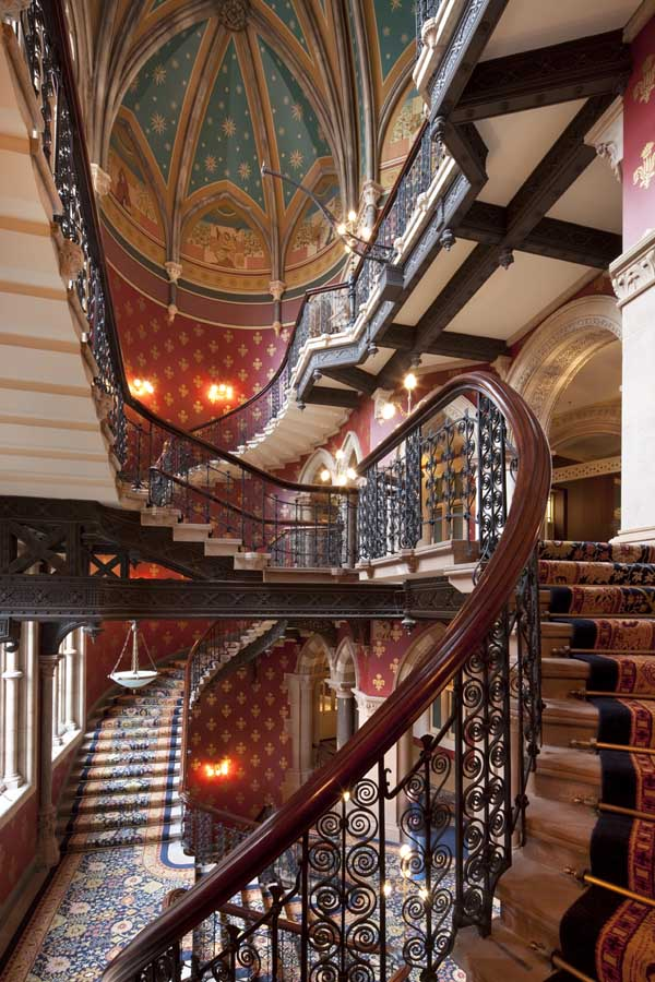 セント・パンクラス・ルネッサンス・ロンドン・ホテルの階段