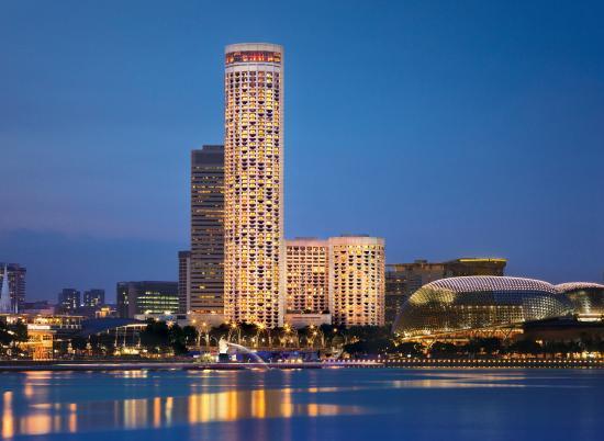 地上220mからの絶景が望めるアジアでも有数の高層ホテル「スイソテル・スタンフォード・シンガポール」
