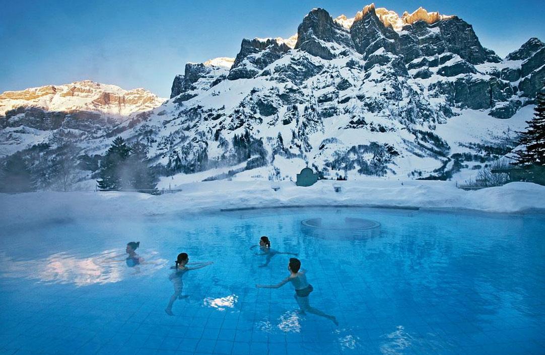 ロイカーバートの冬の温泉施設