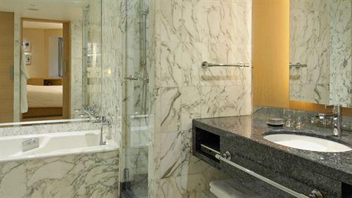 グランド・ハイアット・シンガポール Grand Hyatt Singaporeの客室バスルーム