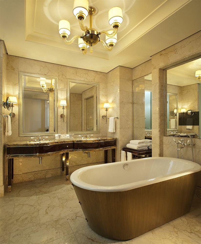 ザ・セント・レジス・シンガポール The St. Regis Singaporの客室バスルーム
