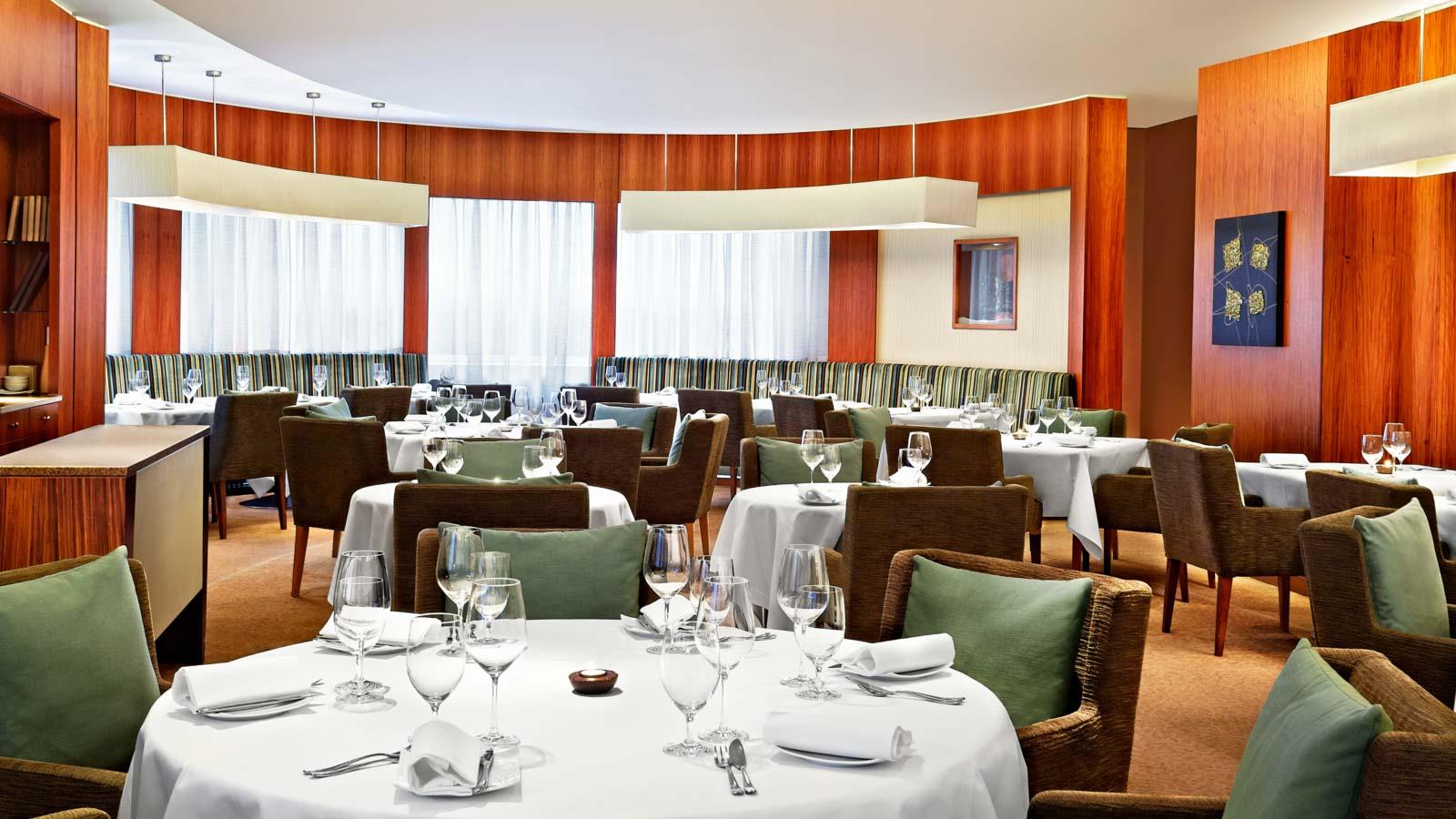 ザ・パークタワー・ナイツブリッジ・ラグジュアリー・コレクション・ホテルののレストラン