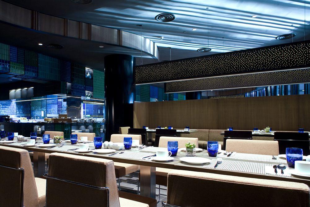 クラウン・プラザ・チャンギ・エアポート Crowne Plaza ChangiのレストランAzur