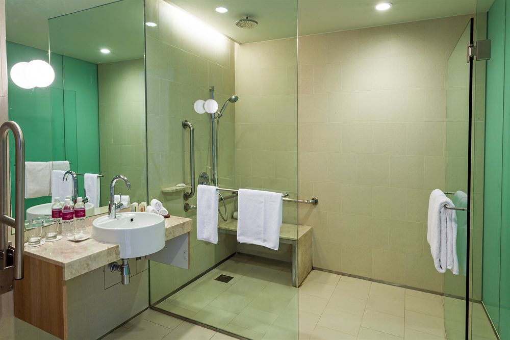 クラウン・プラザ・チャンギ・エアポート Crowne Plaza Changiの客室バスルーム