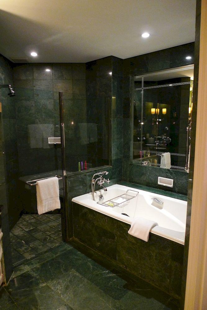 フォーシーズンズ・ホテル・シンガポール Four Seasons Hotel Singapore客室バスルーム