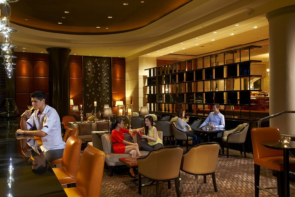 フォーシーズンズ・ホテル・シンガポール Four Seasons Hotel Singaporeのバーラウンジ
