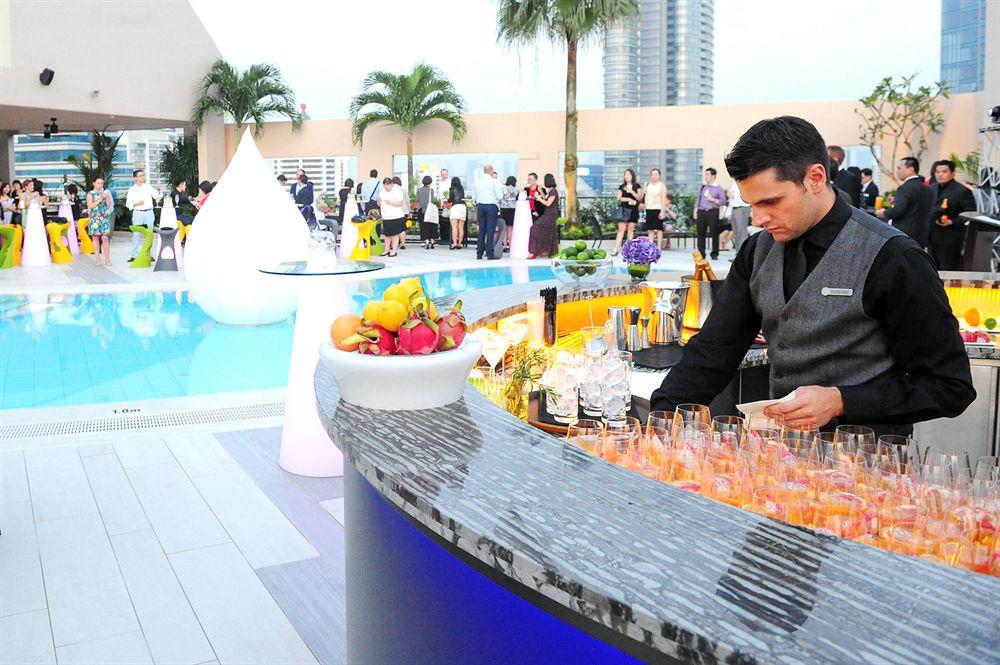閑静な住宅街に佇み、高級感溢れる「フォーシーズンズ・ホテル・シンガポール」