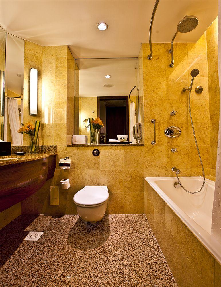 シェラトン・タワーズ・シンガポール Sheraton Towers Singaporeのバスルーム(スタンダードルーム)