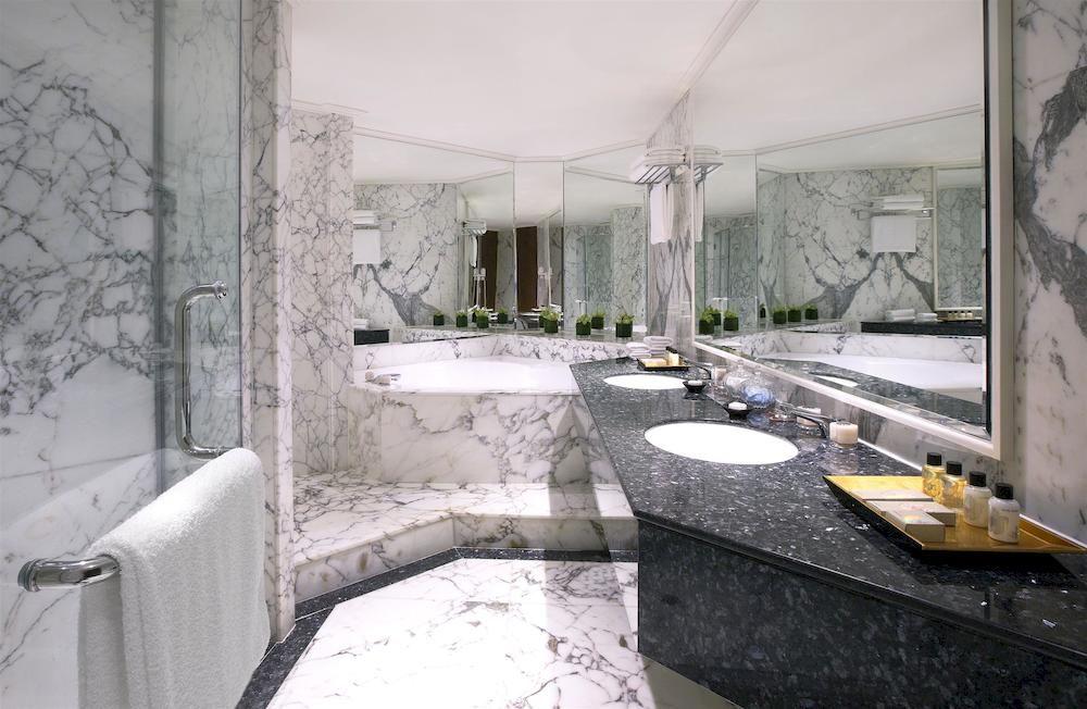 シェラトン・タワーズ・シンガポール Sheraton Towers Singaporeのバスルーム(スイートルーム)