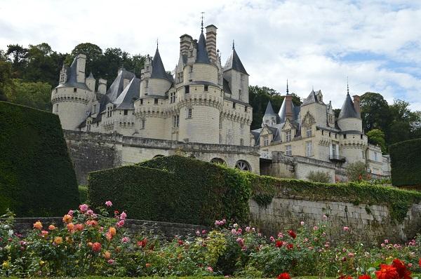 『眠れる森の美女』の眠る城―フランス・ロワールの森に包まれたユッセ城