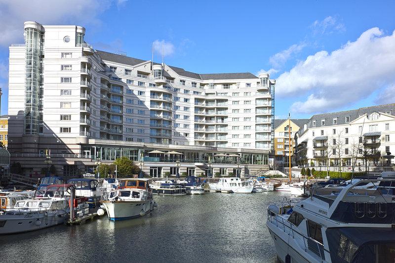 豪華なテムズリバーの絶景を眺めることができる港の目の前に建つ「ザ・チェルシー・ハーバー・ホテル」
