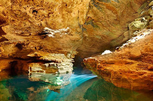 チャパダ・ディアマンティーナ Chapada Diamantinaの洞窟