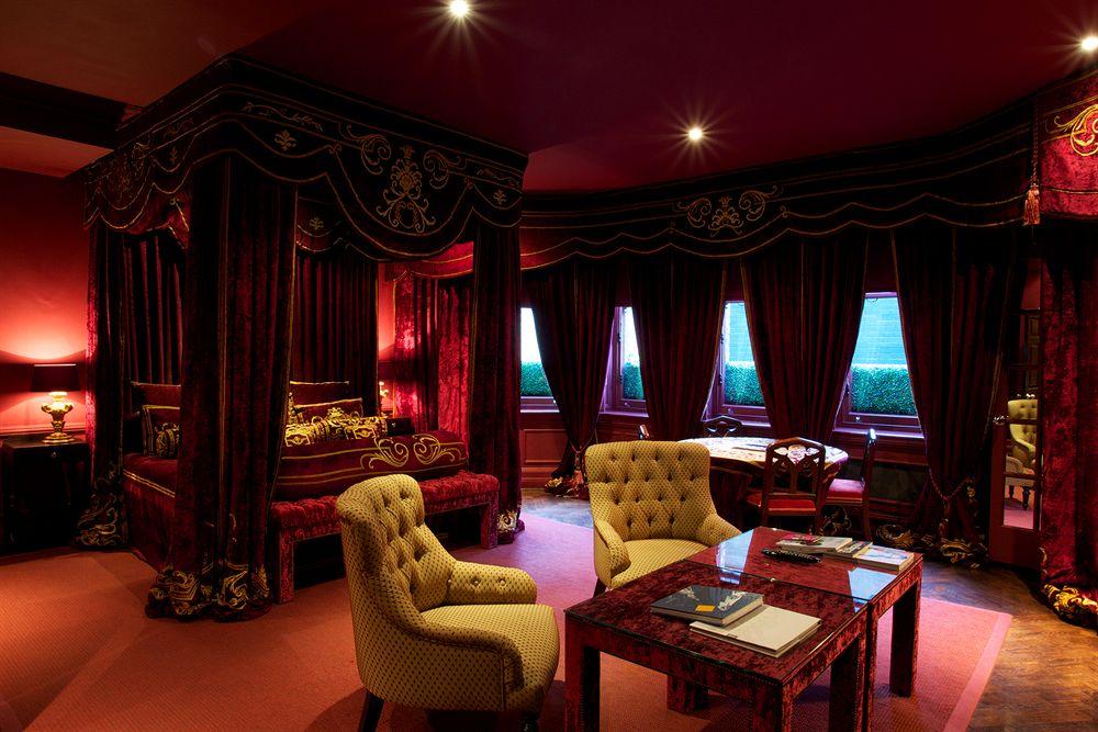 アンティーク家具が装飾された豪華な客室が魅力的な「ナンバー11・カドガン・ガーデンズ」