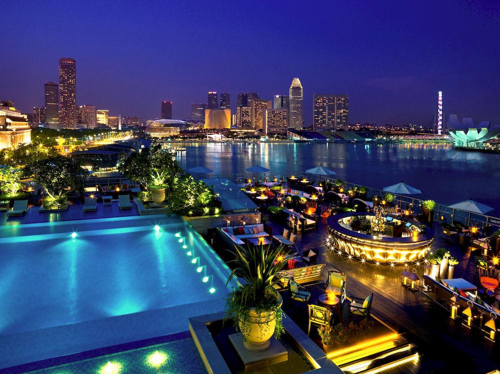ザ・フラートン・ベイ・シンガポール The Fullerton Bay Hotel Singaporeのプールバー:ランタン全体