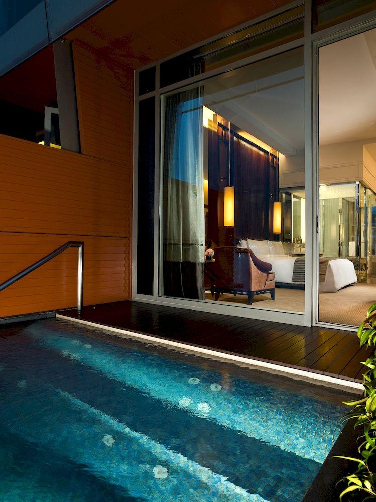 ザ・フラートン・ベイ・シンガポール The Fullerton Bay Hotel Singaporeの客室:ジャグジー付ベイビュールーム