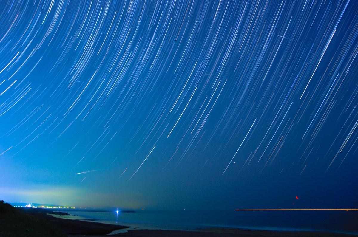 星の降る夜空を見上げよう☆「みずがめ座η流星群」が今夜にピーク!