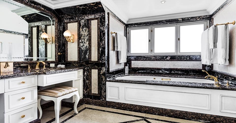 ザ・ベントレー・ロンドンの客室バスルーム